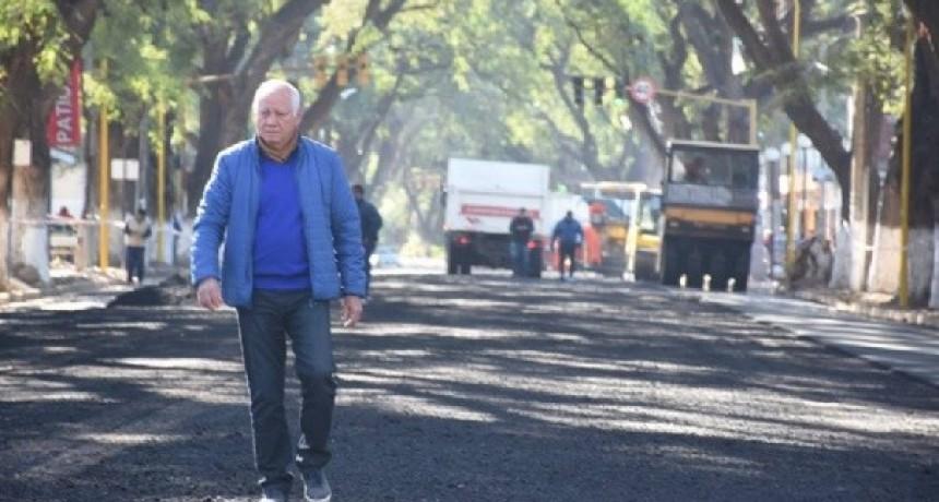 Asfaltan la segunda etapa de la obra de mejoramiento de la Presidente Castillo