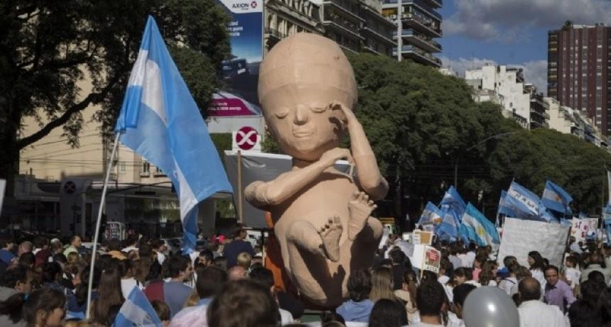Militantes que rechazan la legalización del aborto preparan un evento en Ferro