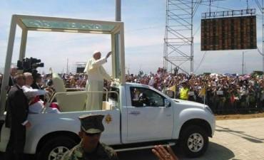 Francisco arribó a Guayaquil y una Multitud lo recibió