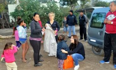 """Entrega de Camperas en el programa """"Abrigo"""""""