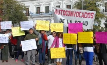 Auxiliares de la Salud se manifestaron frente a Casa de Gobierno