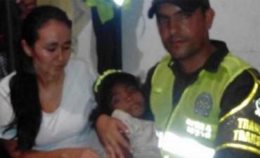 Rescatan una nena de 7 años perdida en la selva Colombiana