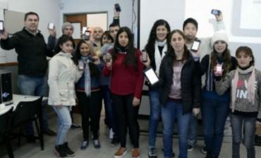 Estudiantes secundarios desarrollaron una app para personas que padecen sordera