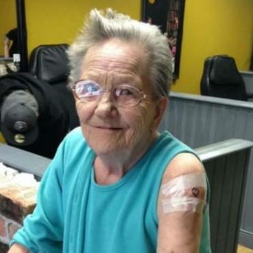 Abuela desaparece de su hogar para hacerse un tatuaje