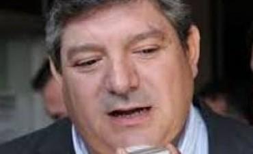 Duro cruce entre Polti y el ministro Barros por falta de asistencia
