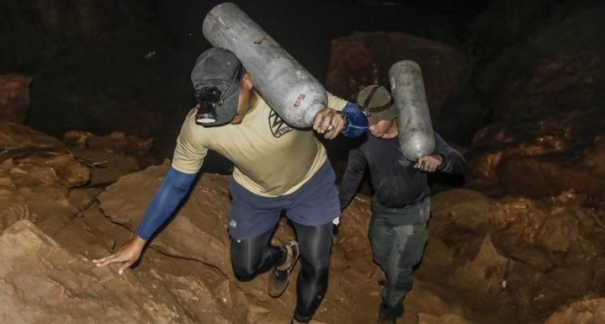 Tailandia: murió un hombre que intentaba salvar a los niños atrapados en una cueva
