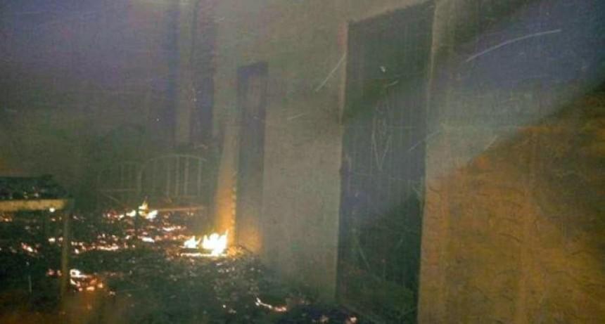Dejaron solo al hijo de 3 años en la casa y murió al incendiarse la vivienda