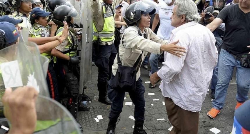 En Venezuela, no hay papel ni para el dinero en efectivo