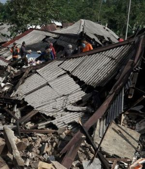 Devastador terremoto en Indonesia: 13 muertos, cientos de heridos y destrozos