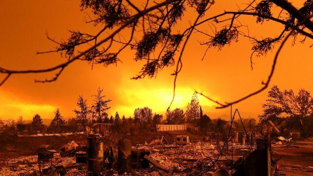 Dos muertos y Miles de Evacuados por Incendios en California