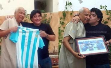 Maradona se reunió con el árbitro de la 'Mano de Dios' y le regaló su camiseta