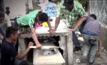 HONDURAS: Joven de 16 años revive horas después de ser enterrada