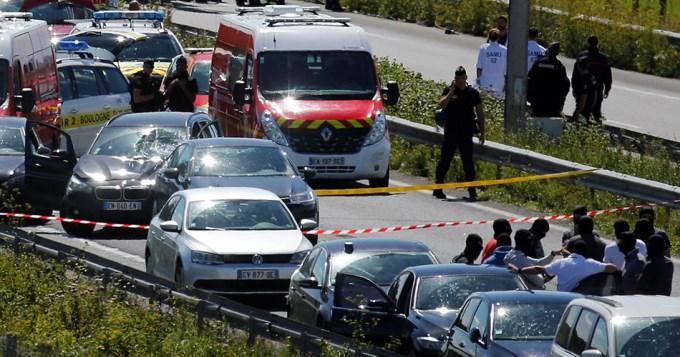 Hieren de bala a loco que atropelló a militares en París