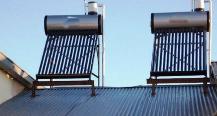 Proponen que las casas construidas por el IPV usen calefones solares