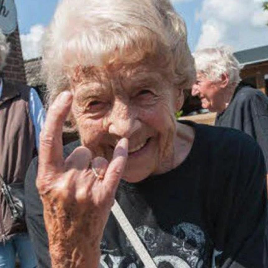 Dos abuelos se escaparon de un geriátrico para ir a un festival de Heavy Metal