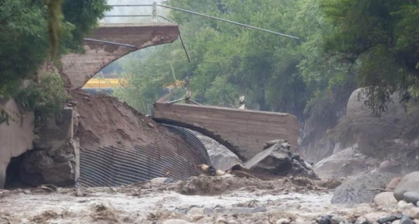 Corpacci anunció que la Provincia construirá el puente de El Rodeo que fue destruido por el alud
