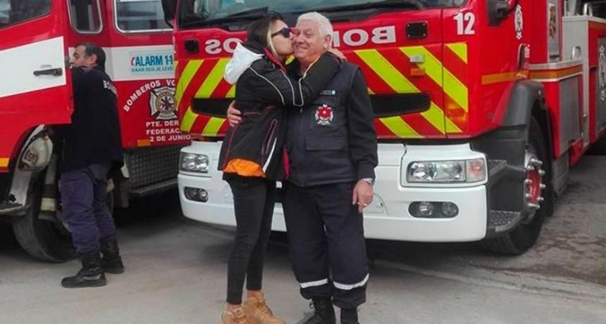 Quería ser bombero, pero la echaron por lesbiana