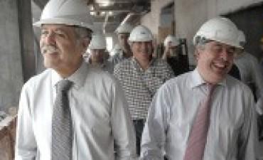 Allanan dependencias de la gobernación tucumana por causas que involucran a De Vido y López