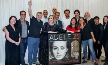 Adele sigue ganando: su álbum '25' se certifica diamante