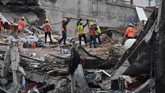 Ascienden a 355 los muertos por el terremoto en México