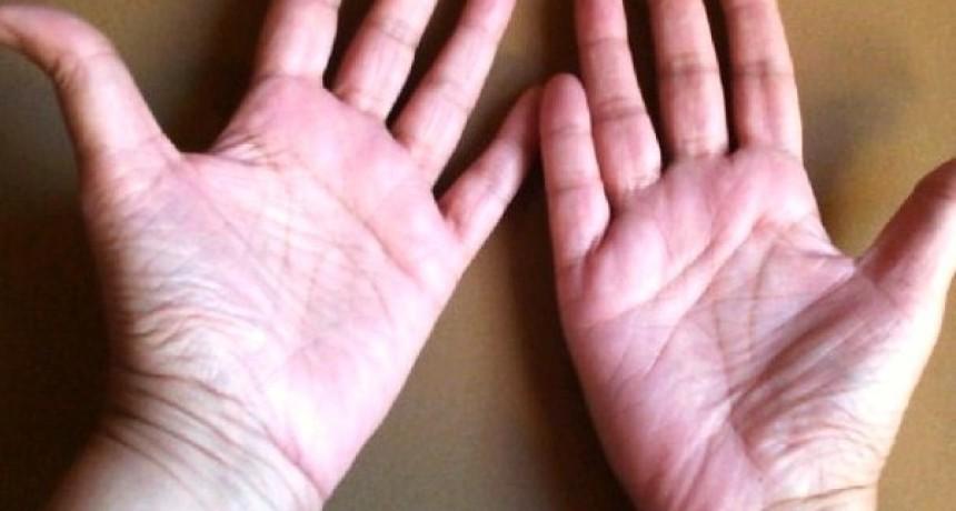 Junta tus manos y conoce que te dicen la lineas sobre tus relaciones amorosas
