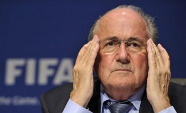 El Comité de Ética de la FIFA suspendió a Blatter por tres meses