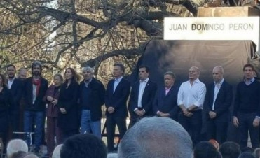 Junto a Moyano y a Duhalde, Macri inauguró un monumento a Perón