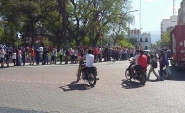Cientos de hinchas de River coparon la plaza 25 de mayo
