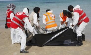 Refugiados en Libia: hallan otro bebé muerto en la playa