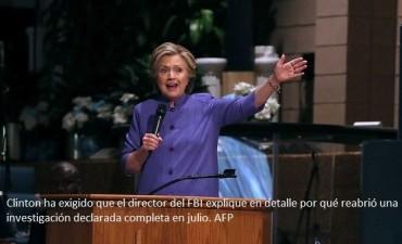 FBI obtiene orden para revisar correos controversiales de Clinton