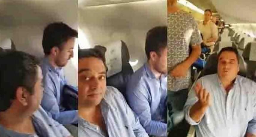 VIDEO | Así insultaron a Jorge Triaca en un avión