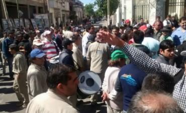 Empleados de Obras Públicas siguen con su protesta