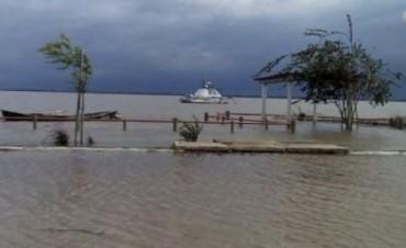 El Paraná avanza sobre las costas de Chaco y Corrientes: hay autoevacuados y rutas cortadas