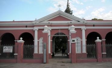Misa por los fieles difuntos  en el cementerio municipal de Capital
