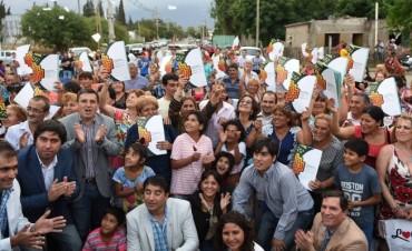 Lucía entregó escrituras a  familias del sur capitalino