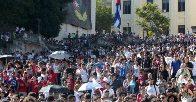 Una multitud despide a Fidel en la Plaza de la Revolución
