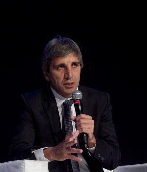 El ministro Luis Caputo, con firmas offshore