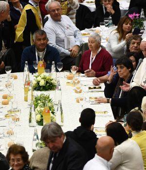 Francisco compartió un almuerzo con 1.500 pobres