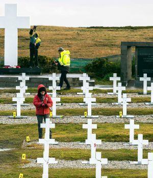 Malvinas: informe final por tumbas no identificadas