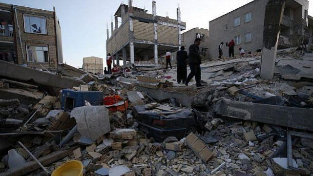 Más de 300 muertos por terremoto en Irán
