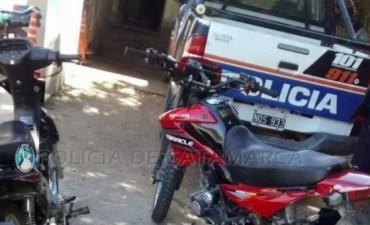 Detienen a dos tucumanos y secuestran dos motos en Andalgalá