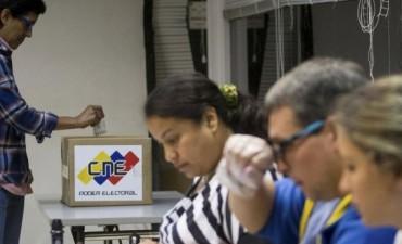 En un clima de gran tensión, Venezuela vota en las elecciones legislativas