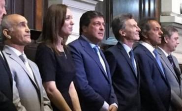 Vidal asumió como gobernadora con la presencia de Macri