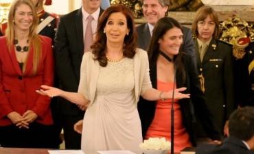 Antes de irse, Cristina Kirchner aumentó $ 1.695 el presupuesto en una edición nocturna del Boletín Oficial