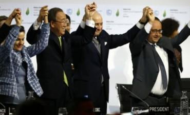 Aprueban histórico acuerdo por el cambio climático en la cumbre de París