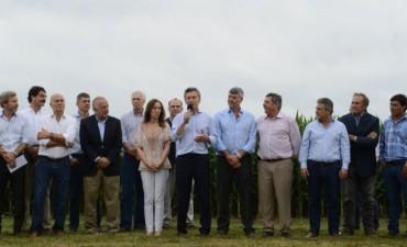Macri anunció eliminación de retenciones para maíz, trigo, carne y productos regionales