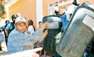 Paulón encerrada en el municipio:Empleados dados de baja tomaron el edificio