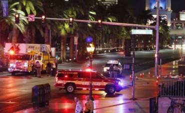 Vehículo arrolla a decenas de personas en Las Vegas