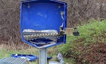 Insólito: quiso robar una máquina de preservativos y terminó muerto