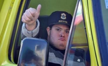 Álvaro ya es oficialmente el primer bombero con síndrome Down